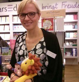 """""""Lesebegeisterung heißt für mich, die Geschichten wert zu schätzen und in meinem Leben zu integrieren."""" Britta Kierdorf, Pressesprecherin arsEdition Verlag und Bloggerin bei www.arsbloggt.de"""